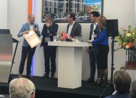 Uitreiking eerste vier sterren DGBC Woonmerk certificaat tijdens Building Holland.